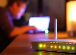 """وزير الاتصالات : """"خطة لتخفيض أسعار خط النفاذ وتحسين جودة الانترنت """""""