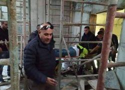 إنقاذ عامل بعد سقوطه في مبنى قيد الإنشاء برام الله