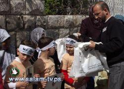 خلال إعتصامهن في طولكرم:بطاقة معايدة وهدية لأمهات الأسرى