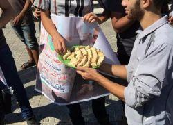 احتفالات وتوزيع حلوى بعد اعلان المصالحة في غزة