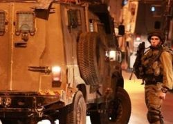 الاحتلال يعتقل أربعة مواطنين بينهم طفل