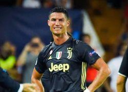 رونالدو يخرج باكيا بعد طرده في ملعب فالنسيا