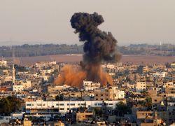 الطيران الحربي الإسرائيلي يقصف بصاروخين هدفاً جنوب شرق مدينة رفح