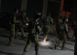 قوات الاحتلال تعتقل شابين من طولكرم
