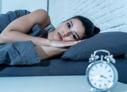 تحذير للنساء.. السكر والخبز يُسببان الأرق في الليل