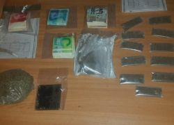 الشرطة تقبض على تاجر للمخدرات وتضبط بحوزته مواد وحبوب مخدرة في طولكرم