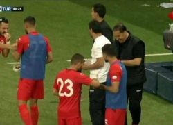 حارس المنتخب التونسي يُمثّل الإصابة ليتمكن زملاؤه من الافطار
