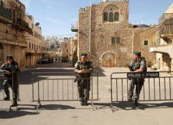 الاحتلال يعتقل شابا قرب الحرم الابراهيمي بزعم محاولته تنفيذ عملية طعن