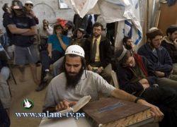 مستوطنون يؤدون طقوساً دينية في خربة الحمام شمال طولكرم