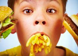 دراسة: تناول الأطفال للوجبات السريعة يجعلهم أكثر عرضة لأمراض القلب والسكري