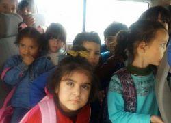 الشرطة تضبط مركبة خصوصية حمولة 7 ركاب بداخلها (24) طفل في طولكرم