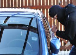 نابلس: سطو مسلح على مواطن وسرقة سيارته ومبلغ من المال