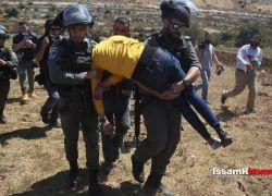 الاحتلال يقمع مسيرة قرب سجن عوفر ويعتقل شاباً