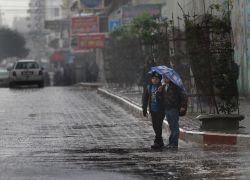 أمطار متفرقة وعواصف رعدية وأجواء أكثر برودة نهاية الأسبوع