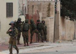 الاحتلال يعتقل 14 مواطنًا من القدس والضفة