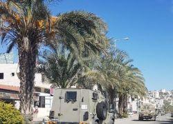 قوات الاحتلال تداهم عشرات المنازل والمنشآت في محافظة طولكرم - شاهد الفيديو