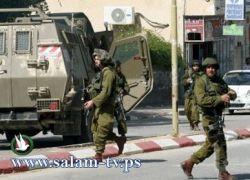 الاحتلال يقتحم طولكرم ويترجل في عدة مناطق ويوقف المواطنين