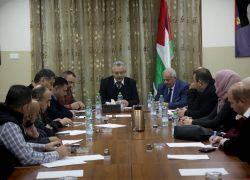 محافظ طولكرم عصام أبو بكر يجتمع مع لجنة السير في إطار بحث عدد من القضايا المرورية