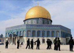 الاحتلال يبعد 13 مقدسيا عن المسجد الاقصى