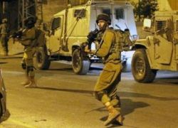 قوات الاحتلال تطلق النار على مركبة شرق رام الله وتصيب فتى وتعقل ثلاثة آخرين