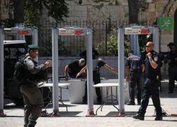 شرطة الاحتلال: الحكومة هي من قررت وضع البوابات الالكترونية ونحن تحفظنا