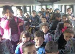 ضبط حافلة مدرسية بحمولة زائدة في الخليل