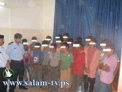 شرطة طولكرم تقبض على شخصين حاولا تهريب 21 طفلا للعمل بالداخل