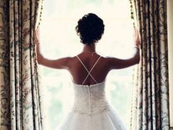 عروس غاضبة طردت زوجين من حفل زفافها… ماذا فعلا؟