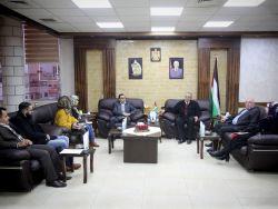 محافظ طولكرم عصام أبو بكر يلتقي وفدا من الإدارة العامة للشكاوى بمجلس الوزراء