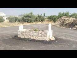 في الأردن: قبر بمنتصف الشارع!