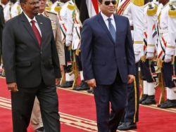 """السيسي يهنئ السودانيين بخلع """"البشير """""""