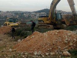 الاحتلال يجدد أعمال التجريف لشق طريق استيطاني جنوب بيت لحم