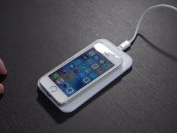 آبل توفر ميزة الشحن اللاسلكي لهواتف آيفون القديمة