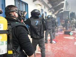 """قوات القمع تقتحم قسم (3) في """"ريمون"""" وحالة من التوتر تسود المعتقل"""