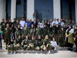 محافظ طولكرم عصام أبو بكر يتفقد الطالبات المشاركات بالمخيم الصيفي أخوات دلال