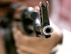 سعودي سبعيني يطلق النار على ابنه