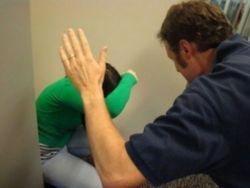 مصري صفع زوجته على وجهها فماتت