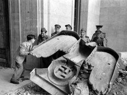 مخبأ هتلر بعد انتحاره بساعات - شاهد الصور