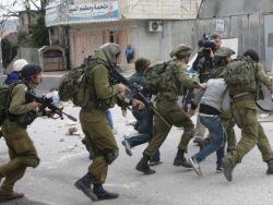 إصابة واعتقال شابين خلال مواجهات في مخيم قلنديا