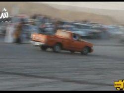 بالفيديو : شاب سعودي مفحط يصدم أحد جمهوره ويقذفه لأمتار