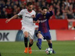 ميسي وسواريز يعيدان برشلونة إلى الحياة ويقودانه إلى تعادل قاتل أمام أشبيلية