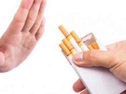 للمدخنين.. سجائركم تضر بآذان صغاركم!
