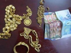 الشرطة تكشف ملابسات سرقة مبالغ مالية ومصاغ ذهبي من داخل منزلين بالخليل