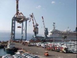 """""""هآرتس"""": اسرائيل تدرس الغاء مشروع تصدير النفط الإماراتي عبر إيلات"""