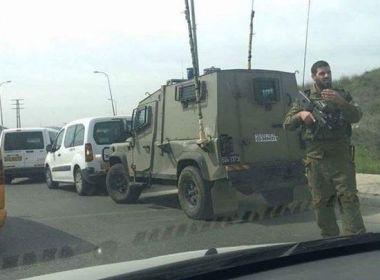الاحتلال يعتقل فلسطينيا بدعوى محاولته طعن جندي