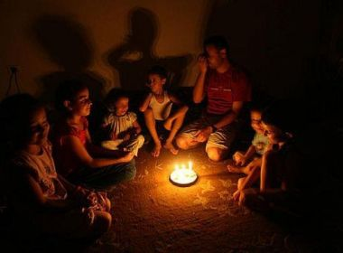 اسرائيل تتوعد غزة بالظلام خلال أيام