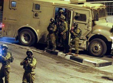 حملة اعتقالات واسعة في الضفة والقدس تطال (45) مواطناً