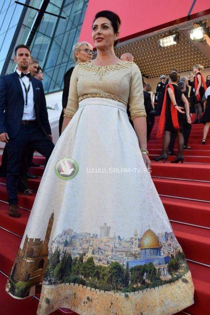 وزيرة الثقافة الاسرائيلية ترتدي ثوباً يحمل صورة الأقصى احتفالا بذكرى احتلاله