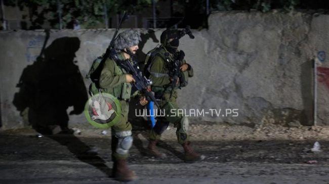 الاحتلال يعتقل شابين من بلدة عنبتا شرق طولكرم