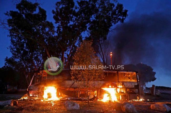 قذيفة مورتر أطلقت من غزة تحرق حافلة اسرائيلية
